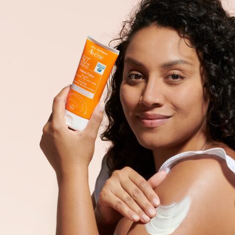 av_sun-care_intense-protect-50-_social_8_post_3282770141214_hd_5x4